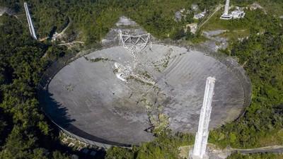 Momento en el que colapsa el histórico radiotelescopio de Arecibo en Puerto Rico