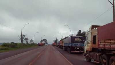 Centenares de camiones cargados con productos agrícolas  están varados en Salto del Guairá