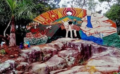 Un mural embellece el paisaje de Cerro Rokê