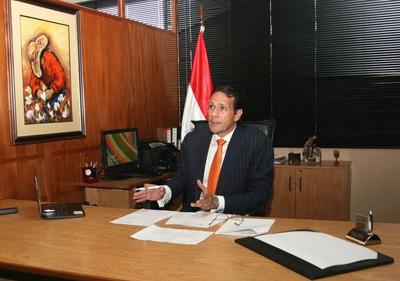 Ex viceministro de Industria replica a Arnoldo Wiens apuntando a que se debe invertir en educación y no en elecciones