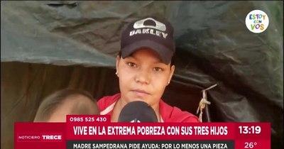 La Nación / Joven madre de San Pedro vive con sus tres hijos bajo una carpa y pide ayuda