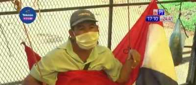 Encarnación: Trabajadores de frontera se encadenan ante falta de respuestas del Gobierno