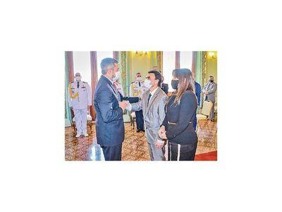 Presidente nombró a nuevos directores generales en MUVH