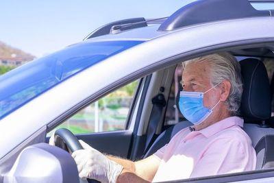 Todas las ventanillas bajadas, la mejor manera de evitar la covid en un coche