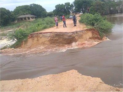 Laguna Cerro: Se desmorona el camino y contaminación se expande