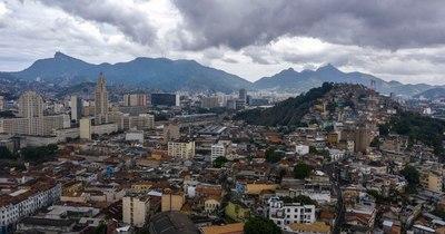 La Nación / Dos niñas mueren por bala perdida durante tiroteo en Rio de Janeiro