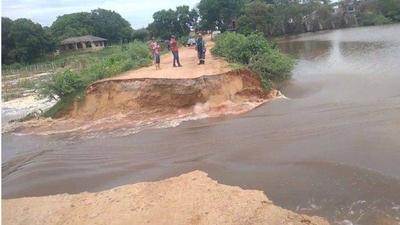 HOY / Laguna Cerro: camino se desmoronó tras intensas lluvias y preocupa la alta contaminación