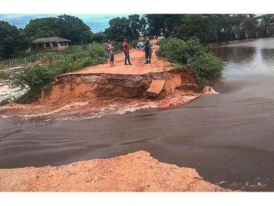 Laguna Cerro: Camino se desploma y temen por contaminación total