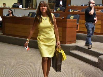 Vuelve Amarilla tras sanción por opinar sobre narcopolítica