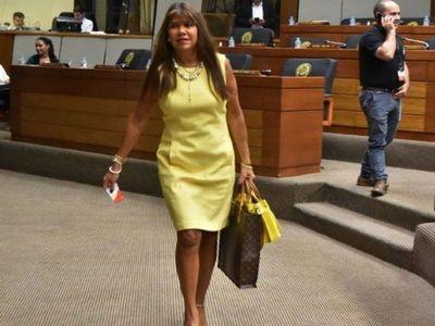 Vuelve diputada Celeste Amarilla tras sanción por opinar sobre narcopolítica