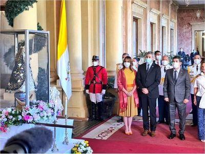 Mario Abdo recibe a la Virgen Peregrina en Palacio de Gobierno