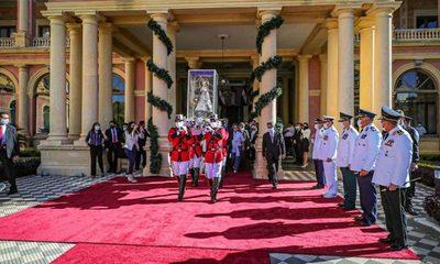 Virgen de Caacupé visita el Palacio de Gobierno y el Congreso