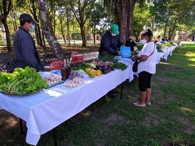 Productores realizaron feria granjera en Caazapá