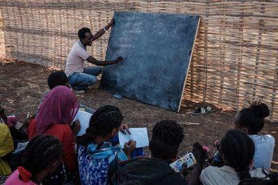 Alegría y esperanza en la escuela de refugiados etíopes en Sudán