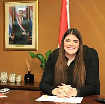 Acusan a viceministra de Agricultura de proteger a funcionarios corruptos