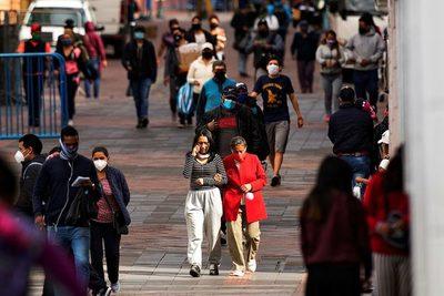 """El 89,5 % de ecuatorianos cree que el país va por """"mal camino"""", según sondeo"""