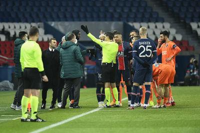¡Escándalo en Champions! Suspenden el PSG-Istambul por supuestos comentarios racistas de un árbitro