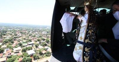 La Nación / Mediante sobrevuelo la Virgen Peregrina bendijo al Paraguay