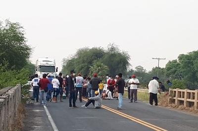 Piden servicios básicos, cierran ruta en Chaco y generan gran atasco