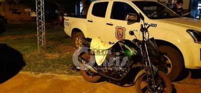 Bebé fallece al caer del brazo de uno de sus padres que iban en moto
