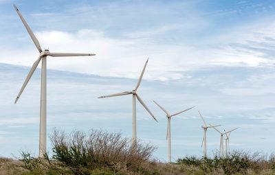 Dos empresas españolas eólicas invertirán 400 millones de dólares en Ecuador