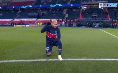 Con protesta contra el racismo, PSG y Estambul reanudan el juego de la Liga de Campeones