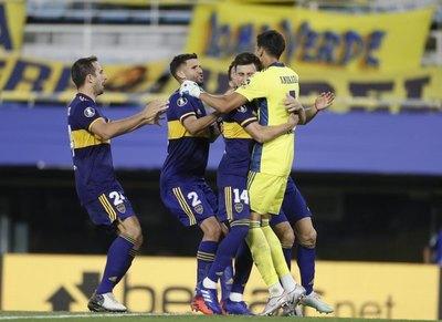 Los penales salvan y meten a Boca en cuartos de final
