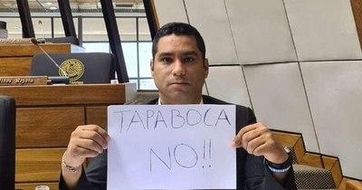 """La Nación / Brítez es """"bombardeado"""" en redes, pero insiste en campaña contra el uso de tapabocas"""