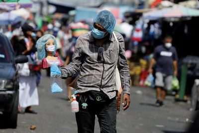 Incertidumbre en El Salvador para 2021 por su economía ya en recesión