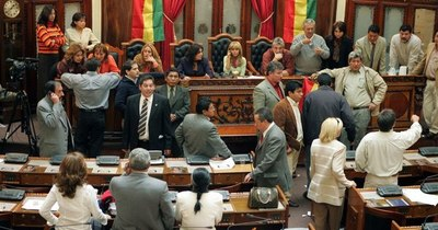 La Nación / Bolivia va por un polémico impuesto a los ricos