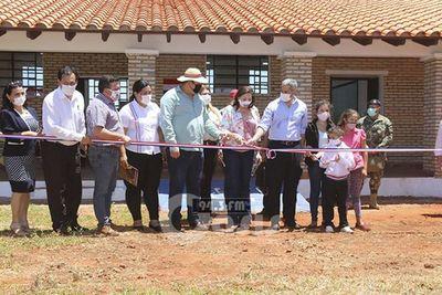 Inauguraron escuela y 165 títulos de propiedad en Karapaí
