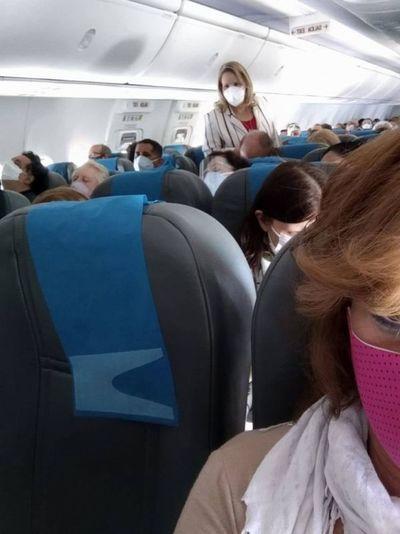 """Lilian Samaniego fue escrachada en avión por pasajeros que la llamaron """"corrupta"""""""