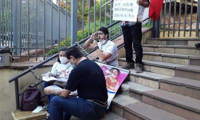 Padres de la pequeña Bianca se encadenan frente al Ministerio de Salud