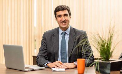 Profesional paraguayo asume la presidencia del banco Itaú