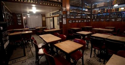 La Nación / Bar donde Vinicius conoció a Tom Jobim, otra víctima de la pandemia en Rio