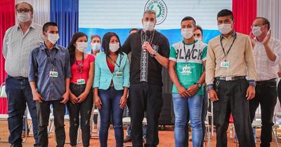 Jóvenes indígenas se incorporan a Itaipú como aprendices