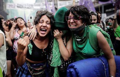 Aprueban legalización del aborto en Argentina