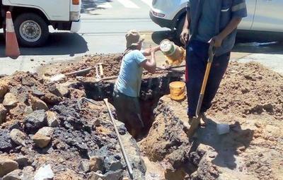 Calles de Asunción y Central son intervenidas por ESSAP para cambio de tuberías