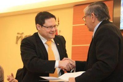Paraguay levanta el secreto bancario y firma convenio de transparencia fiscal