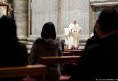 Francisco celebra la misa por la Virgen de Guadalupe