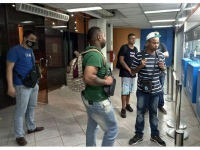 Expulsan a cinco brasileños buscados por narcotráfico