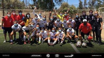 Fabiola Sandoval anota, Colo Colo golea y avanza a 'semis'