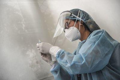 EE.UU. prepara vacunación contra covid-19, que roza 1,6 millones de muertos en el mundo