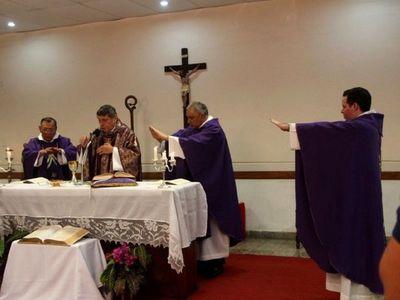 """Obispo critica a los que  van a misa a """"figuretear"""""""