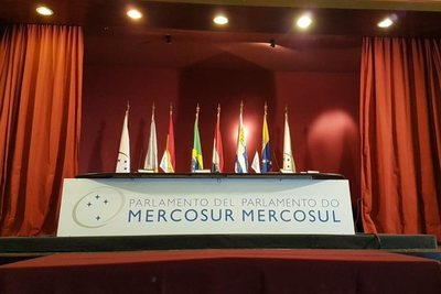 Parlasurianos piden apertura de la frontera argentina · Radio Monumental 1080 AM