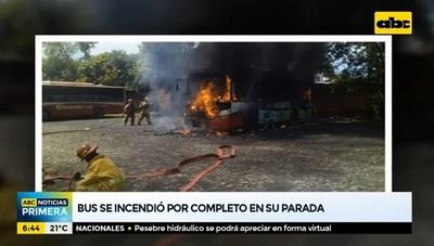 Bus de la Línea 27 arde en llamas en su parada