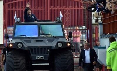 HOY / Los costosos autos incluidos en la herencia de Diego Maradona