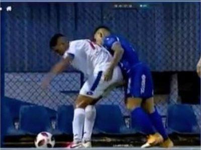 Matías Pardo pidió disculpas tras meter mano al rival