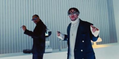 """HOY / Bad Bunny lanza el video de """"Hoy cobré"""", con el rapero Snoop Dogg"""