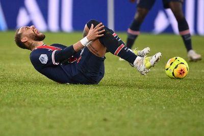 """El padre de Neymar, furioso: """"¿El VAR para ver una entrada violenta?"""""""